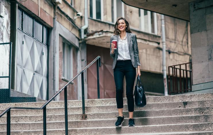 Aprenda como usar tênis e deixar o seu look mais elegante